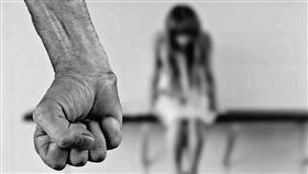 虐童,打小孩,打人,痛毆,家暴。(圖/翻攝自)