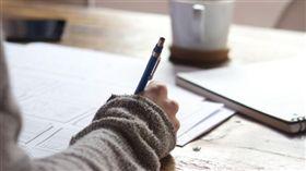 寫字,寫作業,功課(圖/PIXABAY)