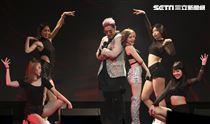 鹿希派&斯亞「Famous PIE」演唱會,唱跳甜心斯亞火辣開唱,鹿希派一同演出。(記者林士傑/攝影)