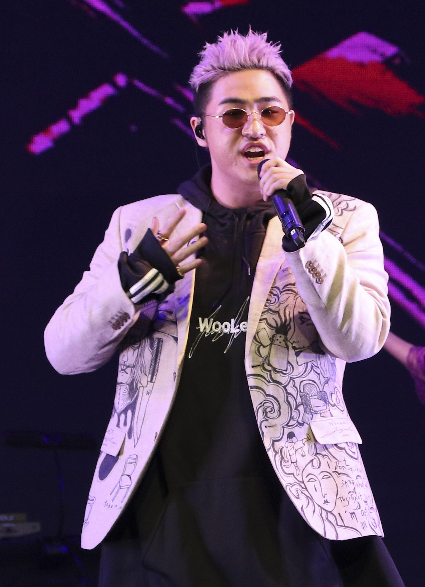鹿希派&斯亞「Famous PIE」演唱會,鹿希派嘻哈饒舌嗨翻全場。(記者林士傑/攝影)