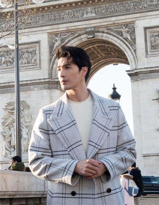 錦榮參加巴黎時裝周。(IG)
