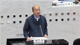 韓國瑜施政報告高雄市長韓國瑜17日赴市議會做施政報告,宣示市府一定會努力拚經濟,允諾用虔誠的心、謙虛以對盼府會攜手共創未來。中央社記者王淑芬 108年1月17日