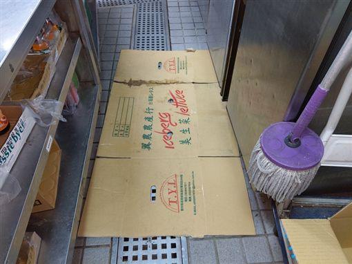 SUBWAY飲料有蟑螂 廚房驚悚照曝光(圖/台北市衛生局提供)