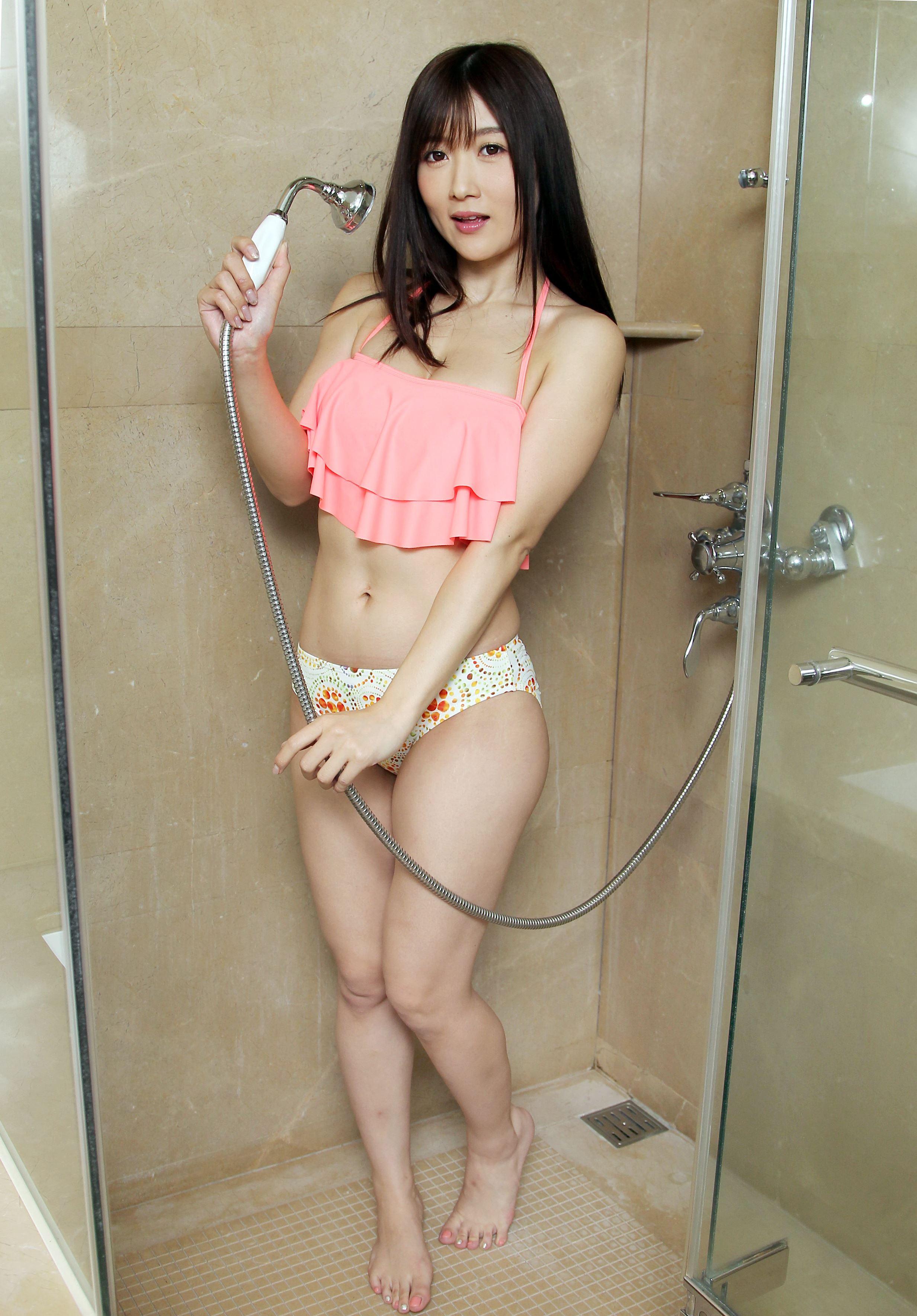 日本AV女優大槻響笑容可愛、外型亮麗,擁有35D的惹火好身材,以性感俏皮的小惡魔形象,深受台灣粉絲喜愛。(記者邱榮吉/攝影)