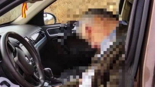 億萬富翁太陽穴中彈亡 謎!開車上路後掏手槍自轟(圖/翻攝自推特)
