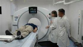 放射檢查再升級 東馬新增第二電腦斷層室去年尼伯特颱風襲台,暴露台東救命儀器,像是心導管機、核磁共振儀(MRI)、電腦斷層掃描儀(CT)都只有一台。台東馬偕醫院日前添購第2台電腦斷層掃描儀在28日啟用。(台東馬偕醫院提供)中央社記者盧太城台東傳真 106年8月29日