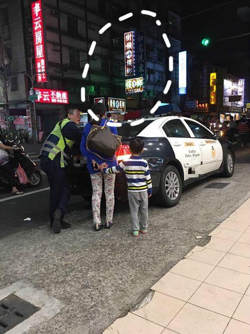 招牌,樹懶叫檳榔,撞車,警察,高雄(圖/翻攝自爆怨公社)