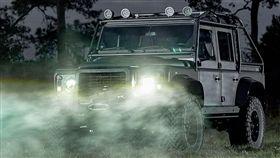 ▲換裝超跑引擎的Land Rover Defender 110。(圖/翻攝網站)