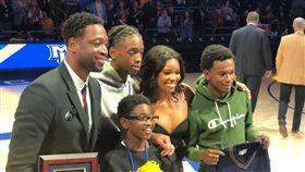 NBA/韋德獲母校致敬 明星妻辣爆 NBA,邁阿密熱火,Dwyane Wade,馬凱特大學,致敬 翻攝自推特