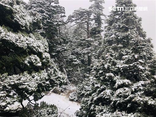 雪山今年第一場初雪