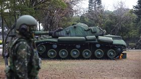 充氣式M60A3戰車 首次亮相(1)國軍「反擊再戰整備演練」17日台中進行,一比一充氣M60A3戰車首次公開亮相,可以誘敵攻擊,達到消耗敵人彈藥目的。中央社記者游凱翔攝 108年1月17日