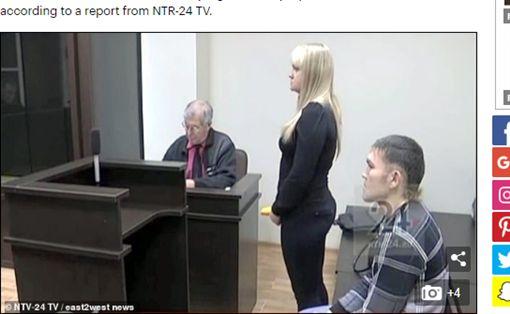 俄羅斯,女友,刺殺,求婚,開庭,情侶https://www.dailymail.co.uk/news/article-6593885/Man-stabbed-13-times-girlfriend-PROPOSES-Russian-court.html