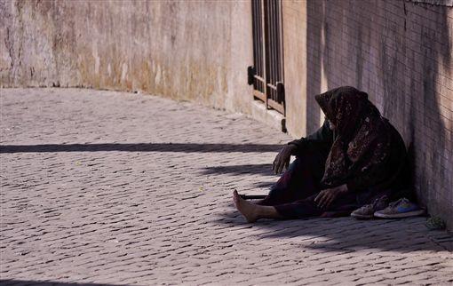 (圖/pexels)窮,遊民,窮人,貧窮,乞討