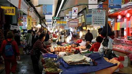 南韓https://www.flickr.com/photos/lukehoagland/3050490720/in/photolist-5DyyBA-9KXxmn-9L1kWW-9KVob4-9KYhpJ-9KXvpn-9KWJCH-9KXKtC-9KVEDX-2cHDhSB-9KVWhM-24qzaLM-spuiUB-a3TAWq-ecpo7a-kfCTmd-87WxVb-pFXSY1-r