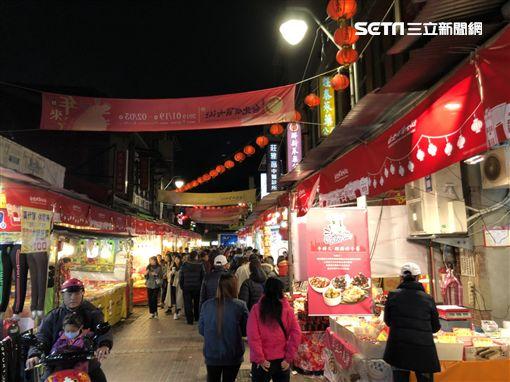 迪化商圈年貨大街。(圖/記者蔡佩蓉攝影)