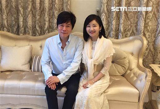洪榮宏與妻子張瀞云。(圖/宏遠音樂提供)