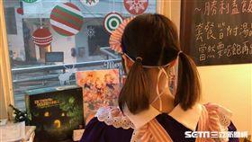 香港籍譚女來台扮成女僕,並在咖啡店內表演,已涉犯非法打工,將遭到強制遣返(翻攝畫面)