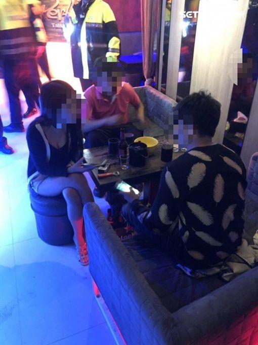 高雄新興分局臨檢時查獲3名少女在酒吧坐檯(翻攝畫面)