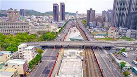 鐵路地下化後功成身退 高市8座橋隧將拆除高雄市鐵路地下化107年底通車,工務局表示,青海陸橋、青年鋼便橋、自立陸橋、自強陸橋、大順陸橋、維新陸橋等會在108年上半年拆除完成,另左營和中華地下道也會填平,讓車流通行更順暢便利。中央社記者王淑芬傳真 108年1月21日