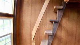 樓梯 木梯 https://www.flickr.com/photos/daveynin/31086689908/in/photolist-Pn2pSd-YHXWYV-2aNYMP5-GhTcJn-29scZVs-21QU25L-CkjLw5-XzDihr-29c3qN9-HoyzQQ-2b7xu3r-28V3Fon-Ekzbhg-gfNiBa-21ExvZh-CYUEWN-9RmSjR-7LG2