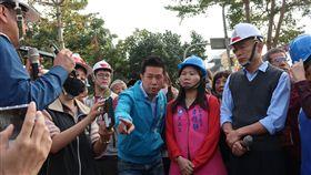 韓國瑜視察路平施工 要求各環節確實高雄市長韓國瑜(前右)21日視察路平施工情形並聽取簡報,他指示養工處務必嚴格控管品質,施工、驗收及後續養護等環節都要確實,也請大家一起來監督,全方位提升道路品質。中央社記者王淑芬攝 108年1月21日