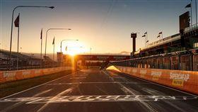 韓國瑜,澳洲V8賽車,F1,機場,ㄚ樺媽媽,年菜 圖/翻攝自supercars臉書