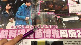 台北市的新科議員苗博雅,是台灣最早出櫃的同志議員,沒想到她被爆出與前女友吳奕萱藕斷絲連,又與新歡「眼鏡妹」在車上3度熱吻。苗博雅周旋2女的感情世界,可以說是相當繽紛。(圖/攝自鏡週刊)