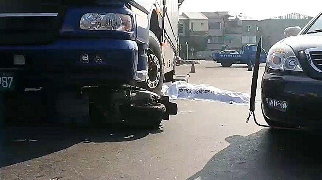 台南嚴重車禍!母女雙載遭大貨車輾過…2人爆頭慘死