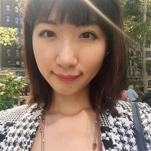 廣告小妹日前發文認為理科太太會紅,只因她是「富二代」。(圖/翻攝自臉書)