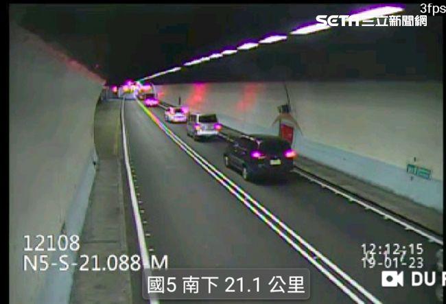 快訊/雪隧南下21公里4車追撞!12人受傷送醫