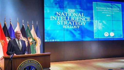 國家情報總監柯茨(Dan Coats)發布的「國家情報戰略報告」(National Intelligence Strategy)指出,諸如國際組織弱化、西方民主遭受攻擊、政府內部孤立主義瀰漫,都將是美國得面對的重大挑戰。(圖/翻攝自@ODNIgov推特)