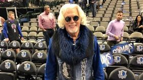 用球砸球迷…聯盟開罰貝弗利77萬 NBA,洛杉磯快艇,Patrick Beverley,達拉斯獨行俠 翻攝自推特