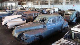 ▲法國穀倉中的老爺車。(圖/翻攝網站)