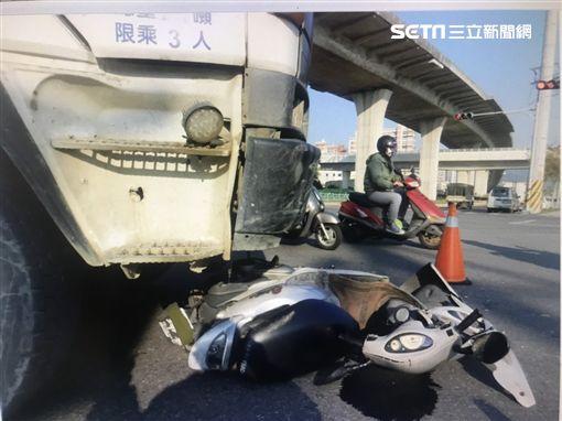 台中潭子女騎士遭水泥車輾斃/翻攝畫面