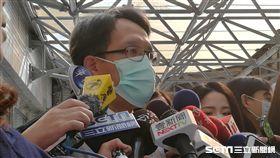 台北市立聯合醫院醫務長陳修聖說明和平院區流感群聚患者治療狀況。(圖/記者楊晴雯攝)