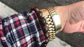 女兒考學測 爸爸太緊張戴兩支錶/爆廢公社