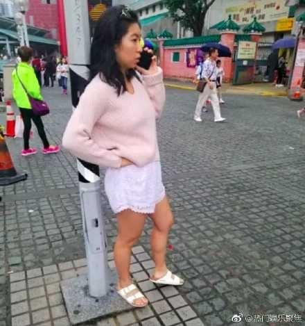 邢愛林被捕獲出門逛街。(圖/翻攝自微博)