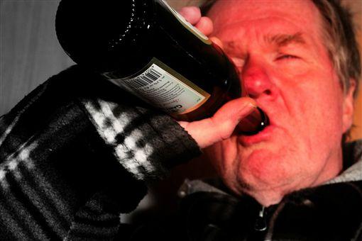 酒鬼,酗酒,喝酒,酒駕圖翻攝自pixabay