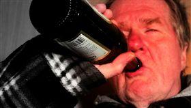 酒鬼,酗酒,喝酒,酒駕 圖翻攝自pixabay