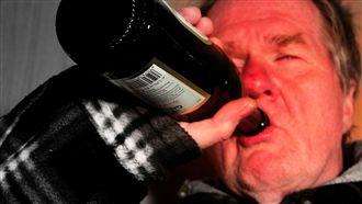 喝醉會加速腦袋萎縮 年紀輕輕恐失智