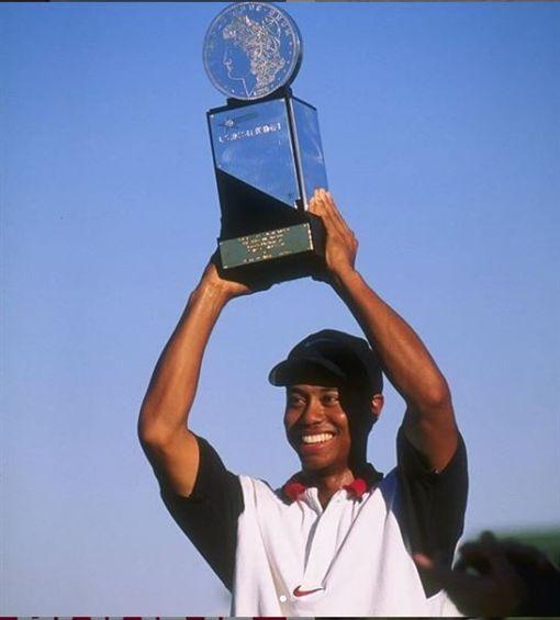 ▲1997年伍茲在美巡賽拿下首勝。(圖/翻攝自PGA TOUR IG)