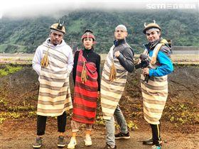 穿傳統泰雅服