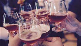 喝酒,酒店,地下賭場,賭博,詐欺 (圖/Pixabay)