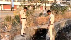 社區馬桶堵塞!工人一看險嚇暈「排水孔全是屍塊…」 圖/翻攝NDTV