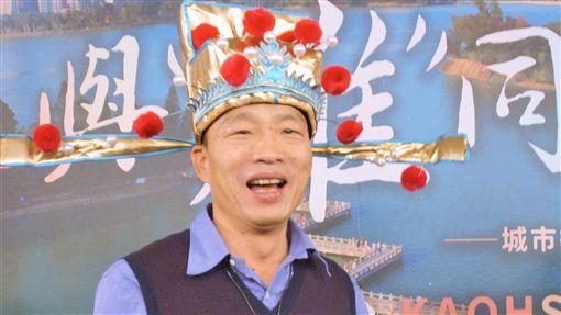 就職滿月  韓國瑜:覺得自己老很多高雄市長韓國瑜25日就職滿月,他下午頭戴財神爺官帽受訪表示,覺得自己這一個月來老很多,臉上皺紋也比以前多許多。中央社記者程啟峰高雄攝 108年1月25日