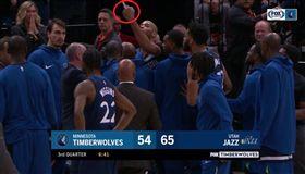 NBA/他對裁判比中指 代價77萬 NBA,明尼蘇達灰狼,Taj Gibson,中指,罰款 翻攝自推特