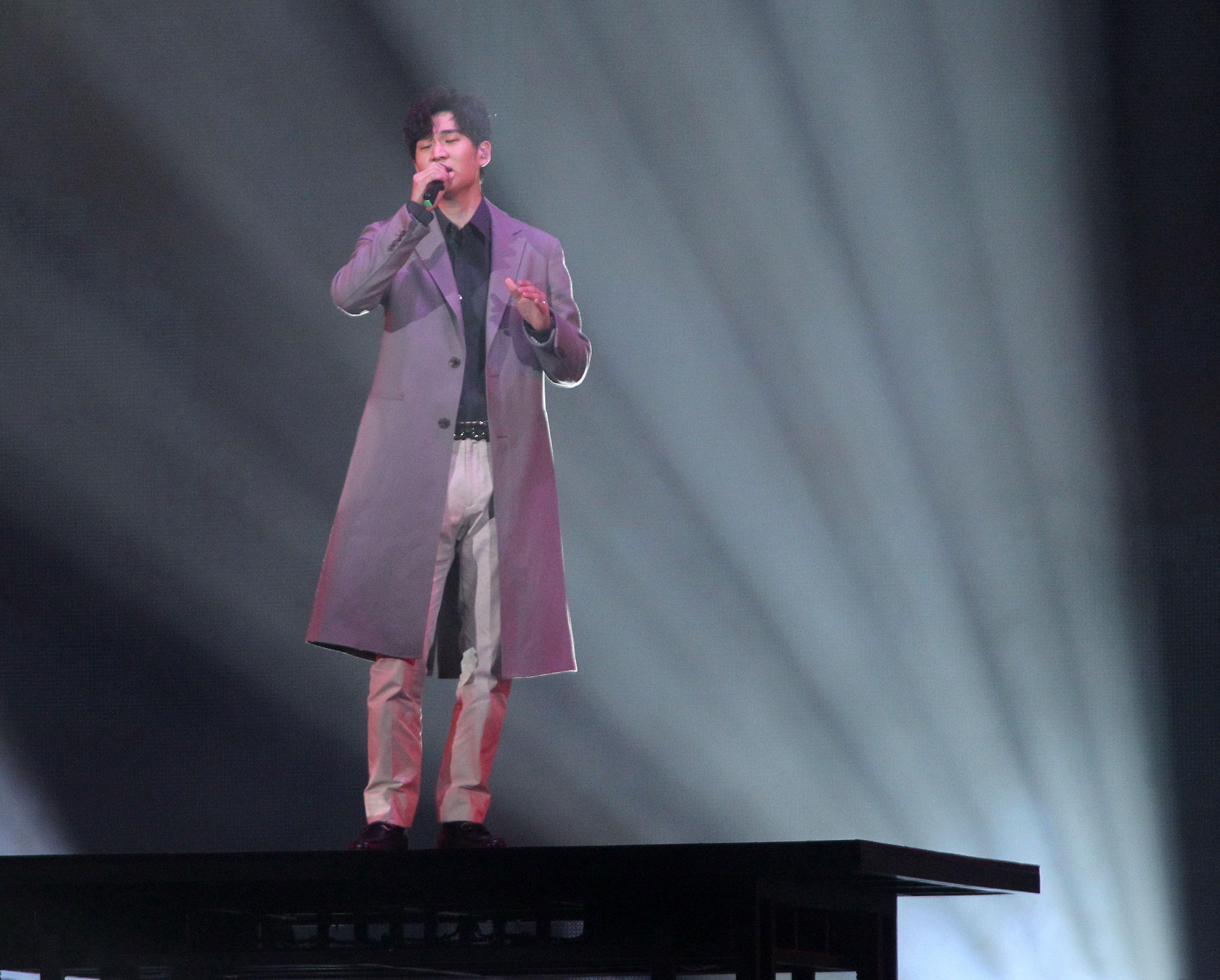 周興哲KKbox風雲榜演唱。(記者邱榮吉/攝影)