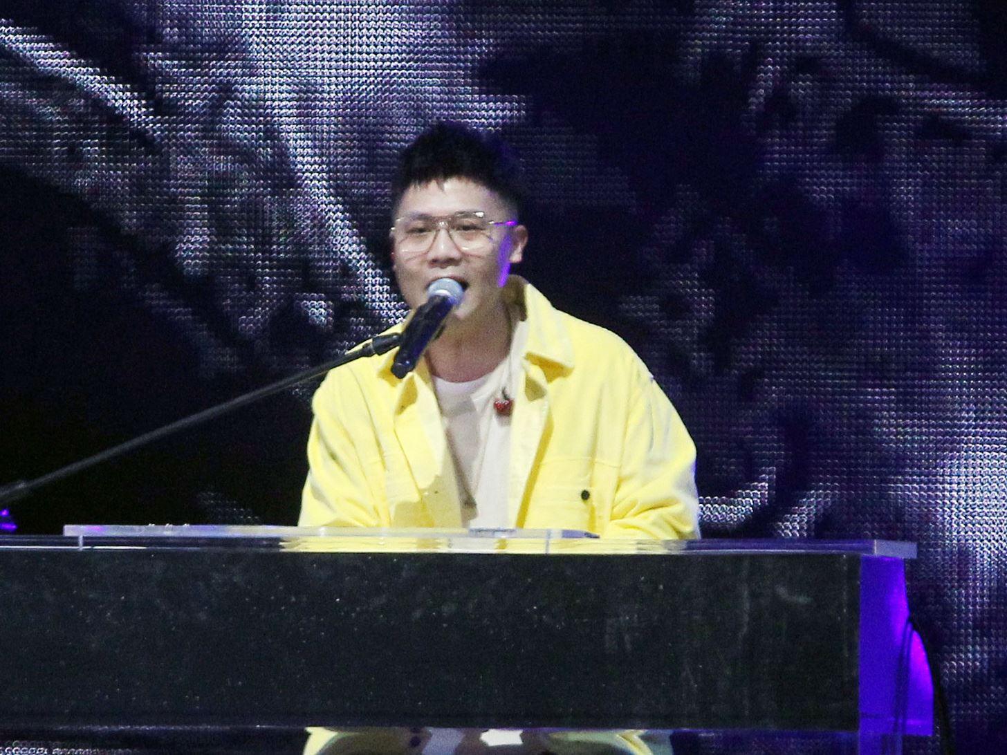 蕭秉治KKbox風雲榜演唱。(記者邱榮吉/攝影)