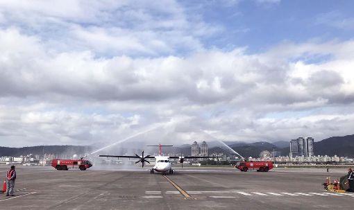 遠航第4架ATR新機 投入台北澎湖航線遠東航空2017年7月至2018年共引進3架ATR72-600,目前營運台中、高雄及台北往返金門航線,第4架27日報到,將營運投入台北往返澎湖航線,春節期間民眾搭得到。(遠航提供)中央社 108年1月28日