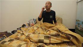 韓國瑜就職首日  夜宿果菜市場自稱「賣菜郎」的高雄市長韓國瑜(圖)25日甫上任,夜宿高雄十全果菜市場,圖為他就寢一景。(高市新聞局提供)中央社記者程啟峰高雄傳真  107年12月25日